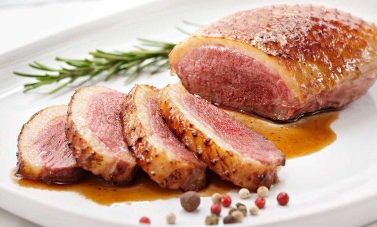 La délicatesse du magret de canard alliée au léger goût sucré et amer du miel de châtaignier, fera de votre simple magret un plat gastronomique.