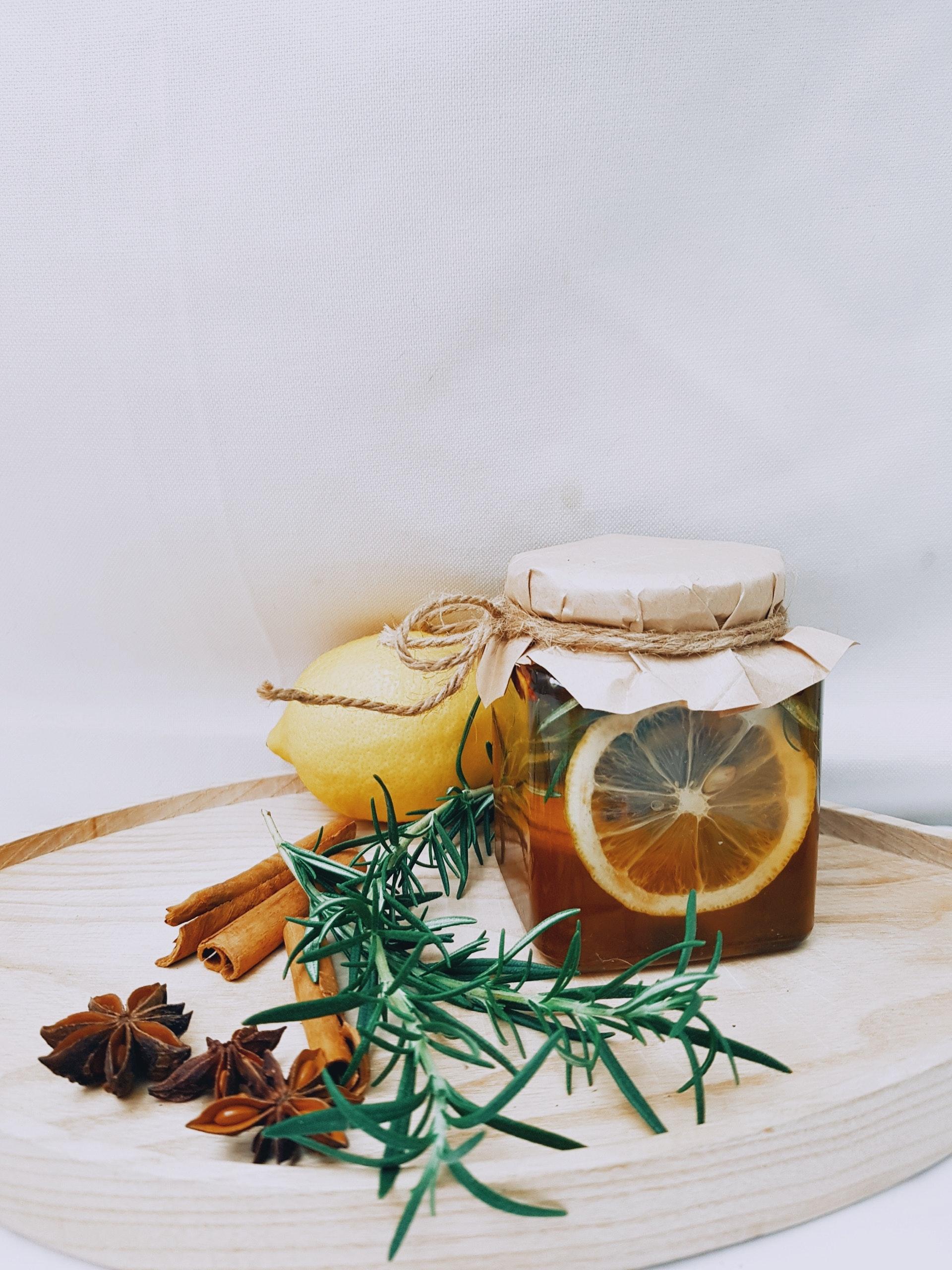 Dans cette rubrique vous découvrirez les bienfaits des produits de la ruche sur votre santé. Vous y trouverez toutes les vertus naturelles du miel et des produits de la ruche sur votre corps, mais également des articles plus précis sur des thèmes particuliers, tels que le miel et le diabète, nos conseils et remède de grand-mère, puis sur la relation du miel et du sport qui intéressera plus d'un sportif.